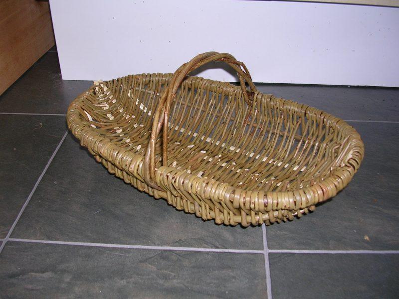 Garden trug with handle