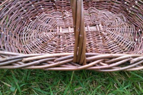 Oval garden basket handle view