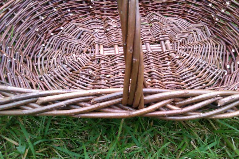 Oval garden basket handle view