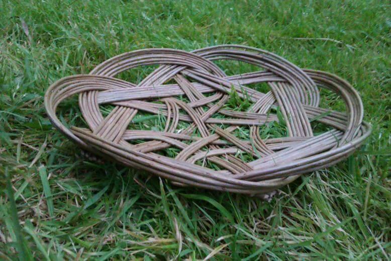 Tatska Celtic knot side view