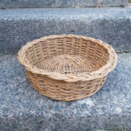 Round basket plait border
