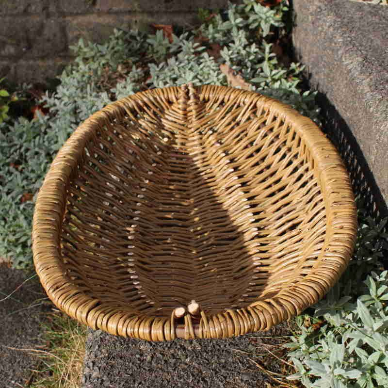 Oval frame basket