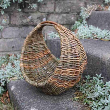 Round frame handbag